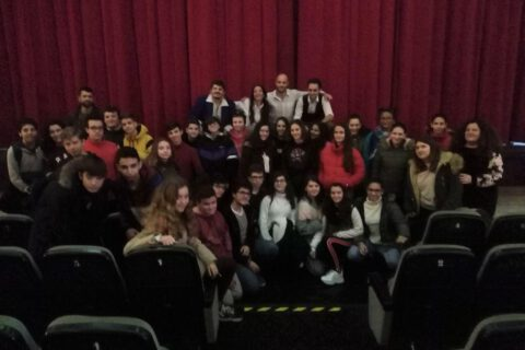 Crítica de LES MISÉRABLES de bricAbrac Teatro del IES Maimónides - Teatro en Francés
