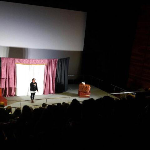 Crítica de IES Terra do Xallas de CYRANO DE BERGERAC de bricAbrac Teatro. TEATRO EN FRANCÉS