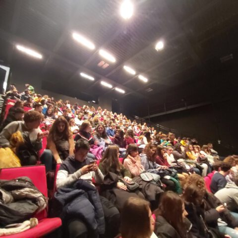 Crítica de LE COEUR DE L'AVIATEUR de bricAbrac Teatro del IES Alfonso XI de Alcalá la Real - Teatro en Francés