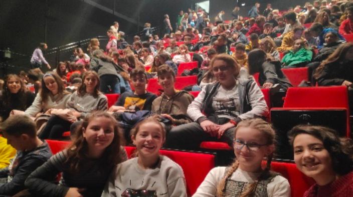 Crítica de LE PETIT PRINCE de bricAbrac Teatro del IES La Madraza - Teatro en Francés