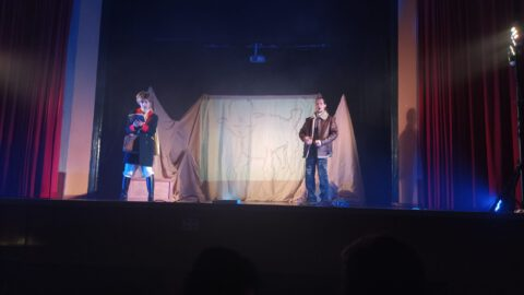 Crítica de Le PETIT PRINCE de bricAbrac Teatro del IES Maimónides - Teatro en Francés