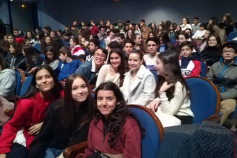Crítica de LE COEUR DE L'AVIATEUR de bricAbrac Teatro del IES Padre Juan de Mariana - Teatro en Francés