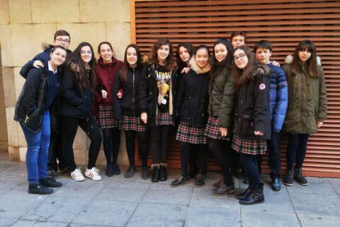Crítica de LES MISÉRABLES de bricAbrac Teatro del Colegio Rafaela María - Teatro en Francés