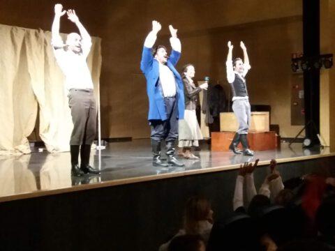 Crítica de LES MISÉRABLES de bricAbrac Teatro del IES RIO VERDE - Teatro en Francés